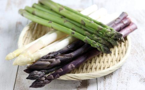 3色のアスパラガス緑白紫